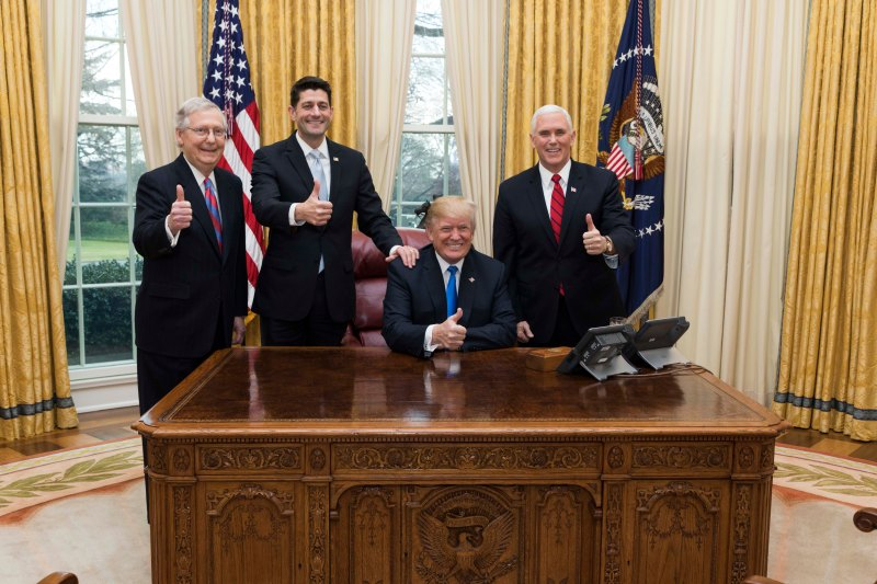 Trump,_Pence,_Ryan,_McConnell_celebrate_tax_cut_passage